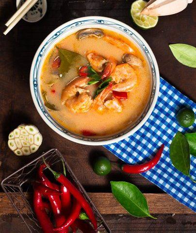 Soupe de bok choy et crevettes, bouillon de lait de coco
